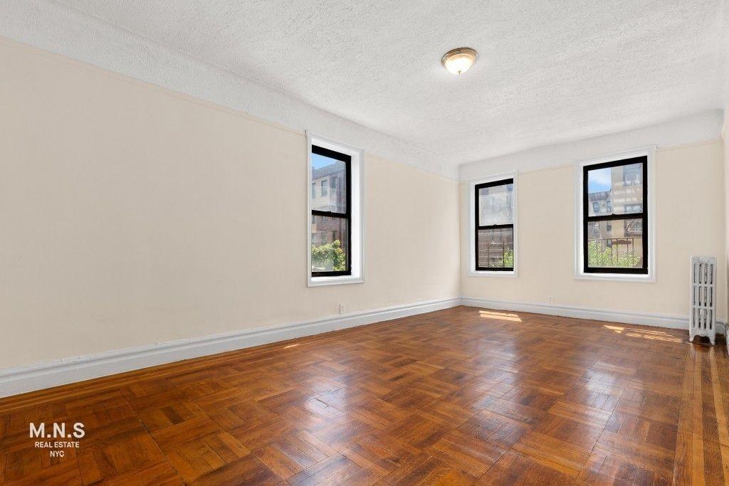 2132 Wallace Avenue Interior Photo