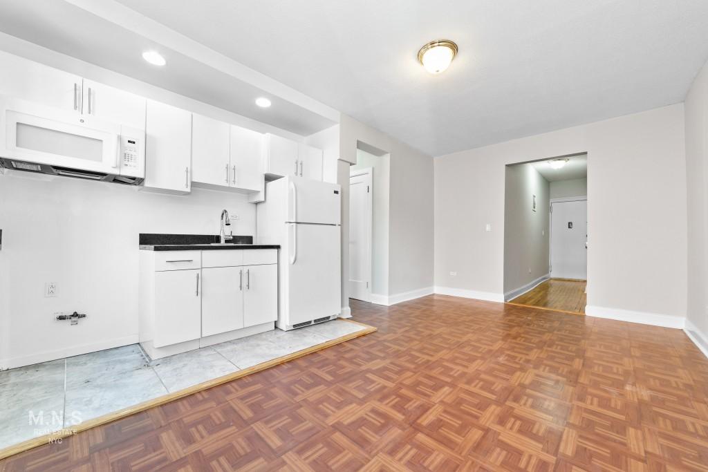 521 Isham Street Interior Photo